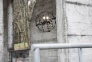 Противоударный дрон Elios обследует мост