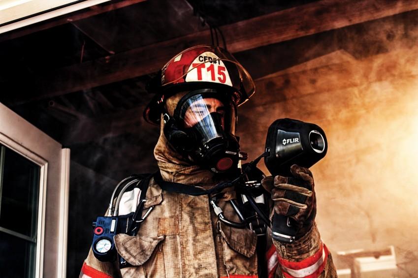 Пожарный с тепловизором FLIR K65
