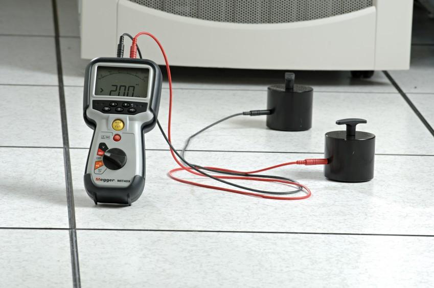 Измерение электростатического заряда в серверной